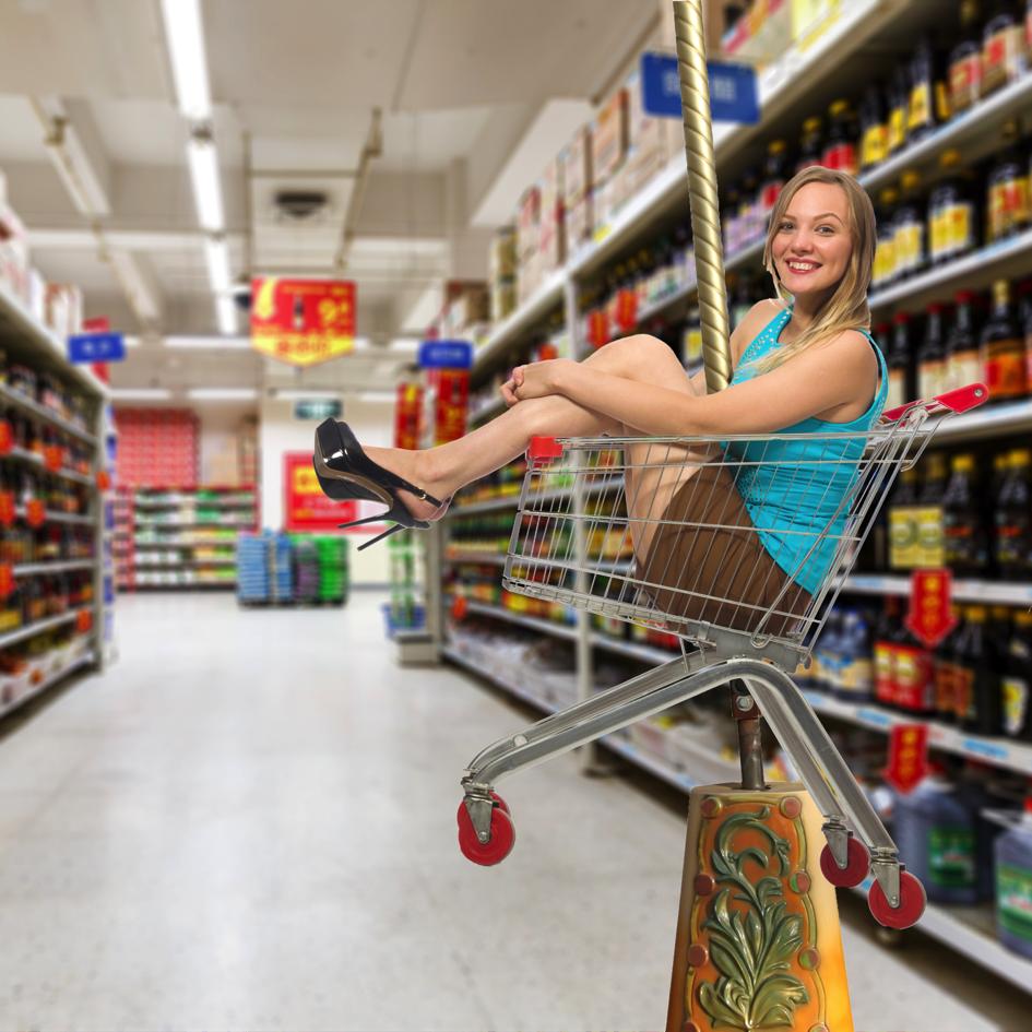 Frau beim Einkaufserlebnis
